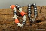 Mooi Collier van hematiet Bloedrode koraal en White Power Shell  A271_