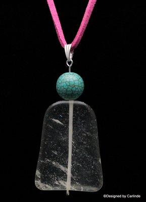 Krachtig medium bergkristal uit Minas Gerais incl. suede halskoord C512