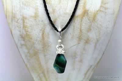 Buddha Talisman van dark green agaat incl leren halskoord C619