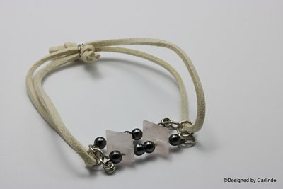 Zeer fijn armband met speelse wiebertjes rozenquarz kralen en hematiet detail  A19