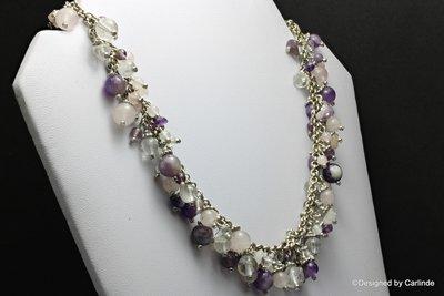 Schitterend stijlvol, uitbundig, zomer collier met amethyst, rozenquarz en bergkristal C2095