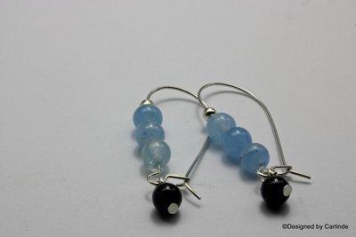Mooie oorhangers van  licht blauwe agaat met goudsteen  O121