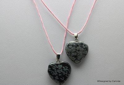 Mooie sneeuwvlok obsidiaan hartje aan verstelbaar koord C2106