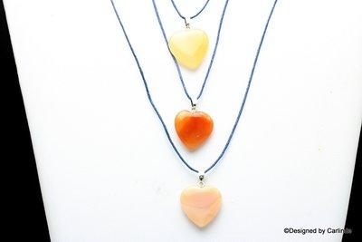 Mooie carneool hartjes aan donkerblauw verstelbaar koord c2109