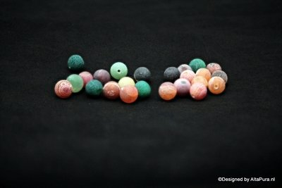 22-24 stuks Kleuren  Fire  8 mm Agaat kralen met geode kristallen  K2093