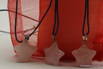 Mooi stijlvol rozenquarz ster hangertje aan verstelbaard koord C2310B