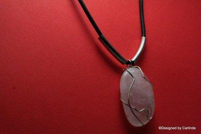 Mooie Talisman, natuurlijke rubber halscollier met Rozenquarz C2065