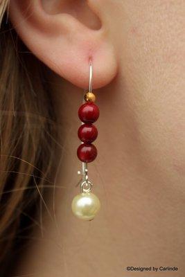 Mooie oorhangers van  bloedrode koraal met parel O116