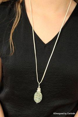 Authentiek collier met grote beschermsteen van Mosagaat  C694