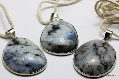 Grote ovale lapis lazuli Bescherm steen met verstelbaar koord  C2086