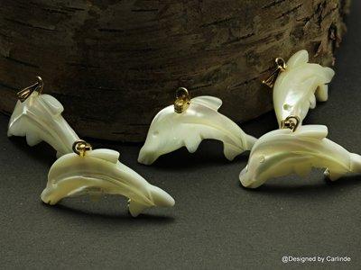 Mooi glanzende White Powershel 'springend'dolfijntje, ca30x11 LH141