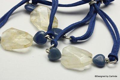 Modern zomergericht, Blue heart,  Armband met fijne agaat hartjes en bergkristal  A102