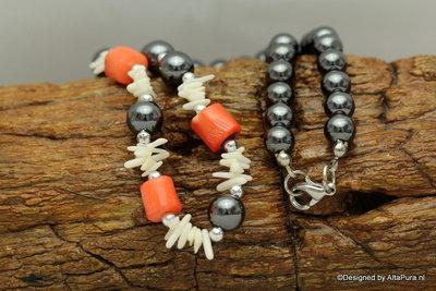 Mooi Collier van hematiet Bloedrode koraal en White Power Shell  A271